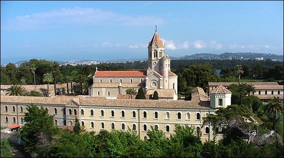 Rassemblement à l'Abbaye Notre Dame de Lérins...Prière silencieuse