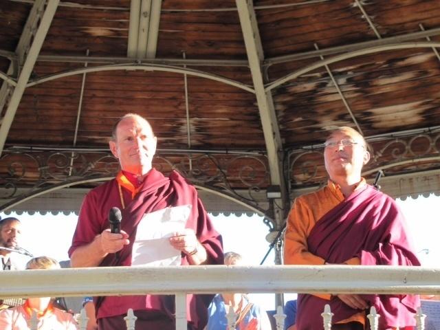 """RCF """"Croyants, ensemble vers la Paix""""...Emissions de Novembre 2013 - Rédacteur en chef du mois : Droupla Sempa, moine Boudhhiste - Institut Karmapa"""